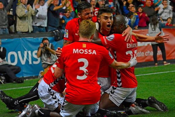 Pinya grana per celebrara un gol decisiu. Foto:Nàstic