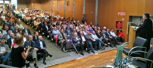 L'aula magna de la URV en el moment de la intervenció del rector Josep A. Ferré.