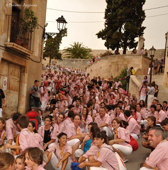 Castelleres dels Xiquets de Tarragona esperen l'arrencada de la Professió