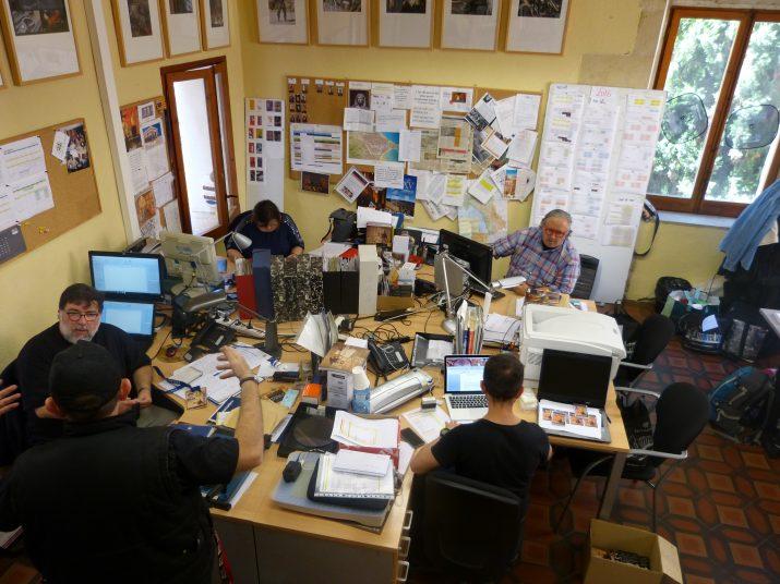 L'equip de Tarraco Viva, treballant dins la torre de Casa Sefus. Fotografia: Jordi Robert Caselles.