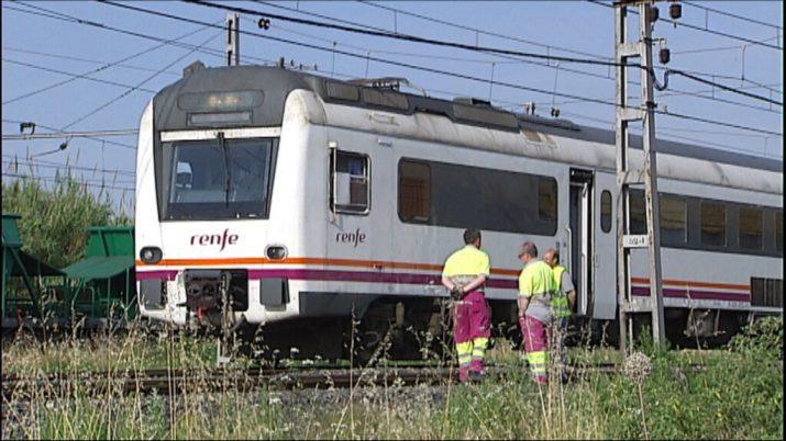El tren Regional Expréss que es va avariar divendres  passat a 500 metres de l'estació de Tarragona. Foto: 324.cat