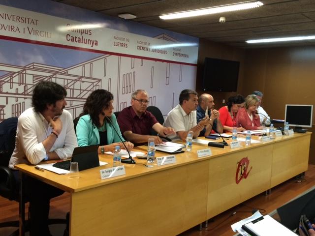 Debat sobre el TTIP amb candidats per Tarragona a les eleccions del 26-J i moderat pel director del FET a TARRAGONA, Ricard Lahoz. Foto: URV Solidària