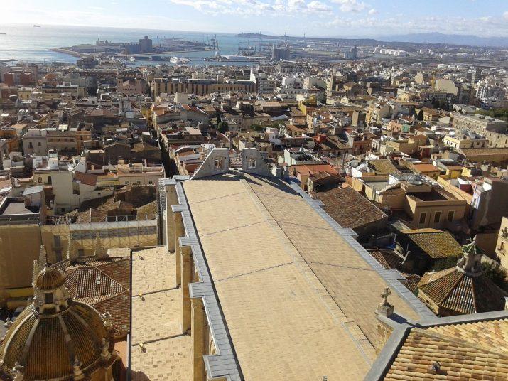 Des del campanar de la Catedral de Tarragona es veu bona part del Camp. Foto: Ricard Lahoz