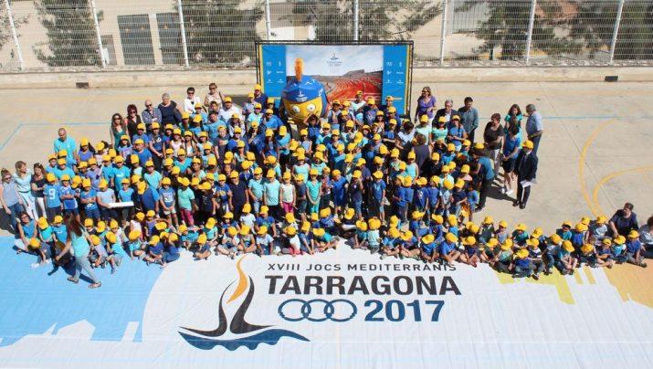 La mascota Tarracvs en la visita de fa uns dies a l'escola Saavedra. Foto: MAURI - Ajuntament de Tarragona
