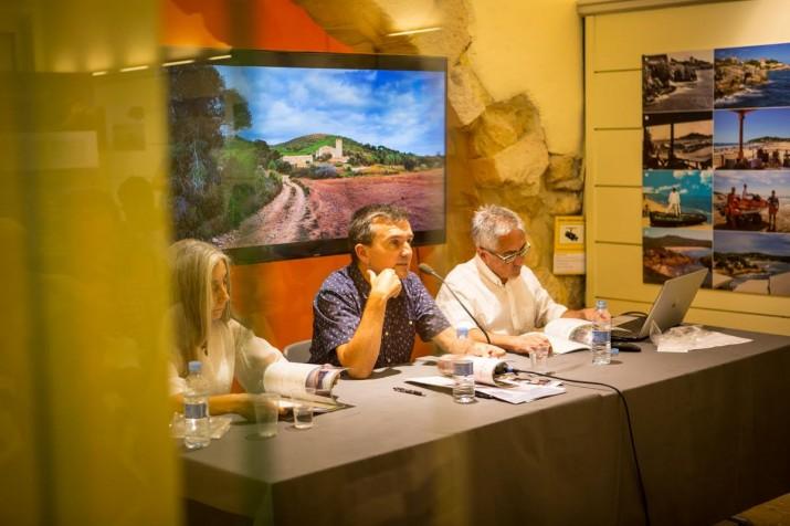 Puri Canals, Ricard Lahoz i Rafael López-Monné van ser les tres persones que van intervenir en l'acte. Foto: DAVID OLIETE