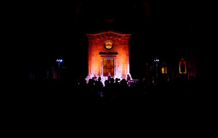 El claustre amb la capella de Sant Pau, al Seminari, va acollir el concert de Bikimel. Fotos: ALEIX COSTA