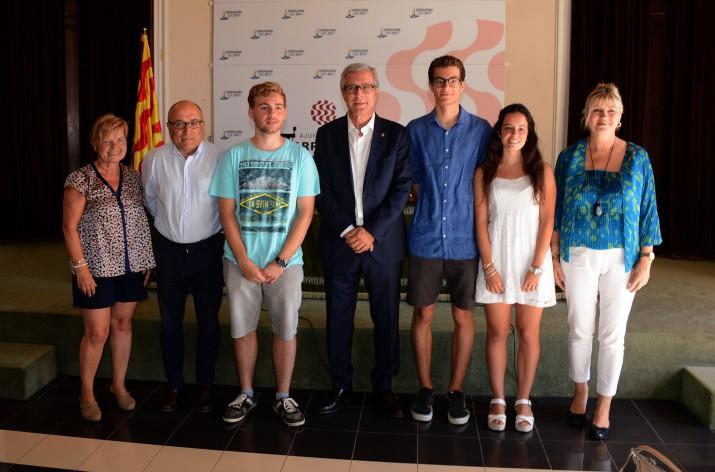 Ballesteros, amb els pregoners de Santa Tecla, i els regidors d'Ensenyament i Relacions Ciutadanes. Foto: MAURI