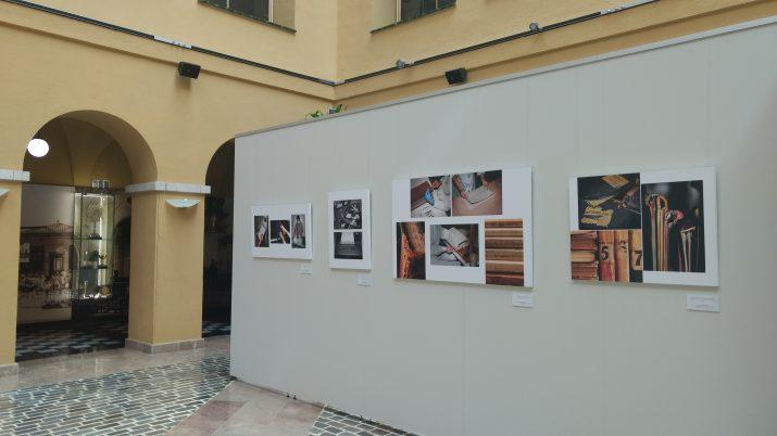 """Imatge de l'exposició """"Espais de memòria. L'Arxiu vist per un fotògraf: Ramon Cornadó"""", al pati de la Diputació de Tarragona. Foto: Pineda Vaquer"""