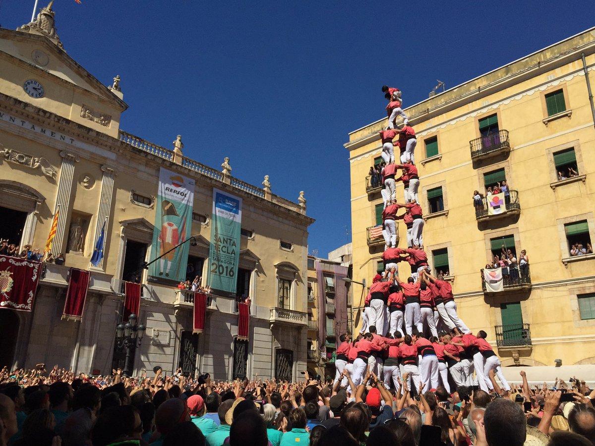4 de 10 amb folre i manilles carregat per la Colla Vella dels Xiquets de Valls (Foto: Santa Tecla TGN)
