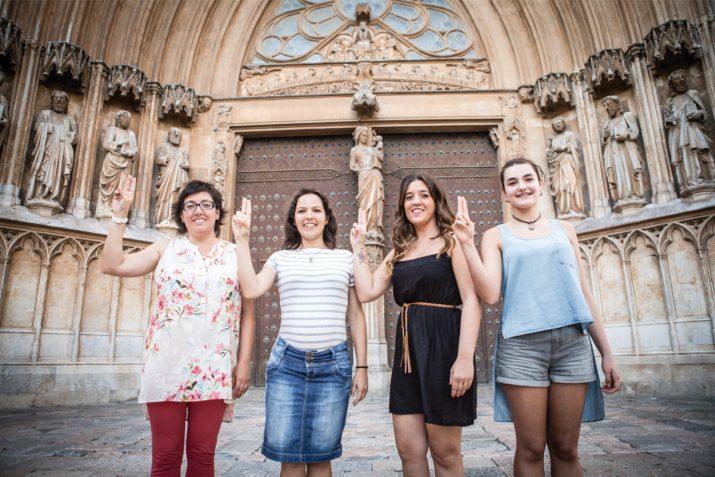 Les quatre dones que han fet de Tecla en la representació dels primers 25 anys del Retaule. Foto: DAVID OLIETE