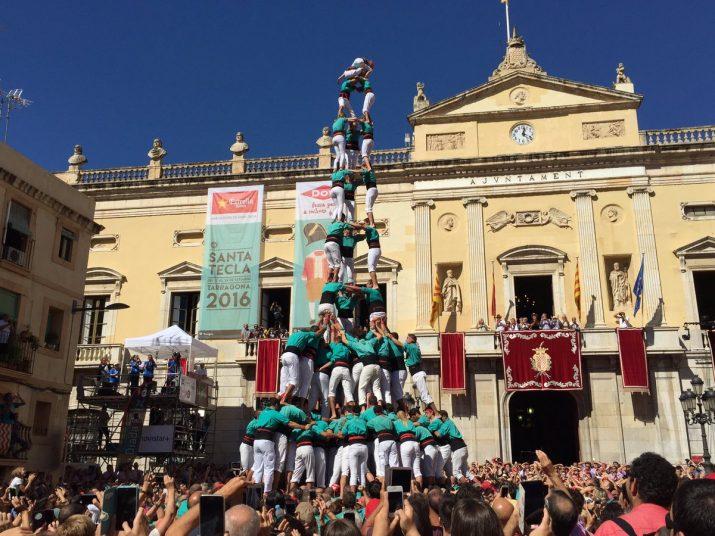 3 de 10 amb folre i manilles descarregat pels Castellers de Vilafranca (Foto: Santa Tecla TGN)