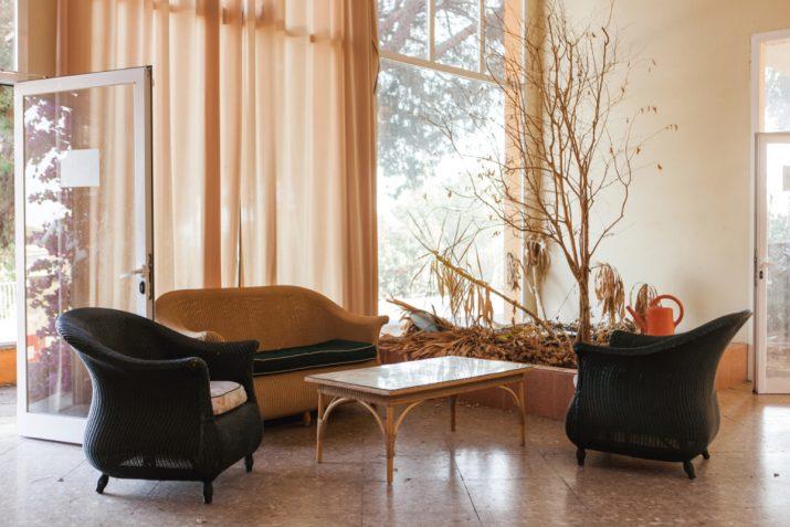 Aspecte actual d'un dels salons de l'edifici principal de la Ciutat de Repòs i Vacances. Foto: AGUSTÍ ARÉVALO