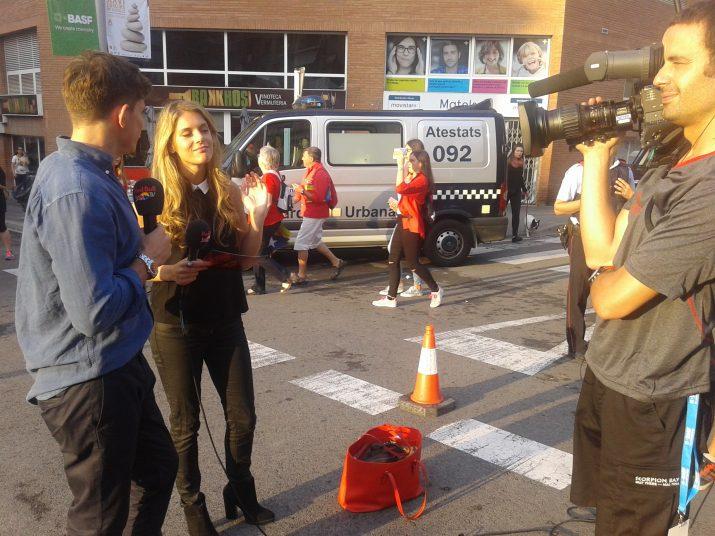 Abans del Concurs, els presentadors del programa de RedBull TV van enregistrar-ne una part a l'exterior de la TAP. Foto: Ricard Lahoz