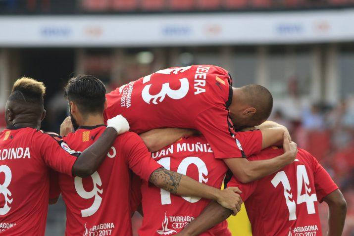 Tejera, Madinda, Lobato, Muñiz i Uche celebren el gol del nigerià. Foto: Nàstic