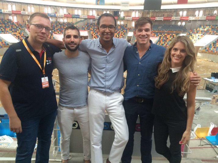 Montoya, Mercadé i els presentadors del programa de Red Bull TV dedicat al Concurs de Castells de Tarragona. Foto: cedida
