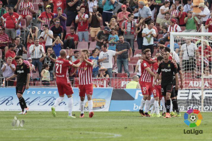 Els jugadors abatuts després d'un dels tres gols en contra. Foto: LaLiga