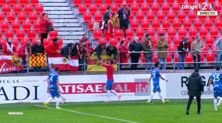 Els jugadors van agrair el suport de la cinquantena d'aficionats grana. Fotograma: LaLiga123