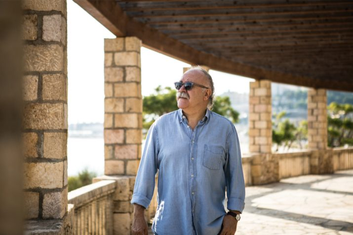 Josep-Lluís Carod-Rovira, als jardins de l'Alguer, durant l'entrevista amb el 'Fet a Tarragona'. Foto: DAVID OLIETE