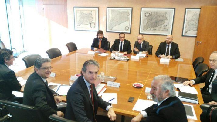 El ministre Íñigo de la Serna i la delegació del govern espanyol, abans de la reunió de la setmana passada amb responsables de la Generalitat. Foto: Catalunyapress